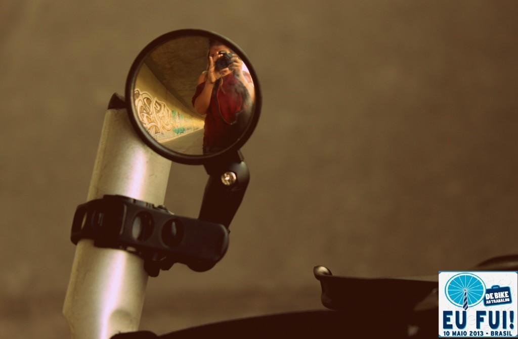 """""""Eu sou uma bike anjo de Floripa e hoje (assim como todos os dias) fui pro trabalho de bike e fiz minha fotinho na passarela da ponte Colombo Salles! =)"""""""